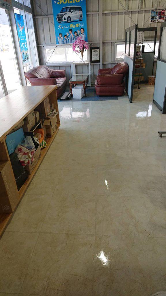 海邦オートサービス、床清掃!
